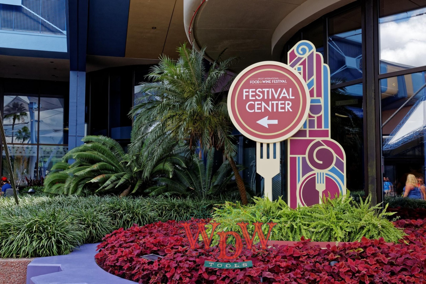 Sign directing guests to Epcot's F&W Festival Center